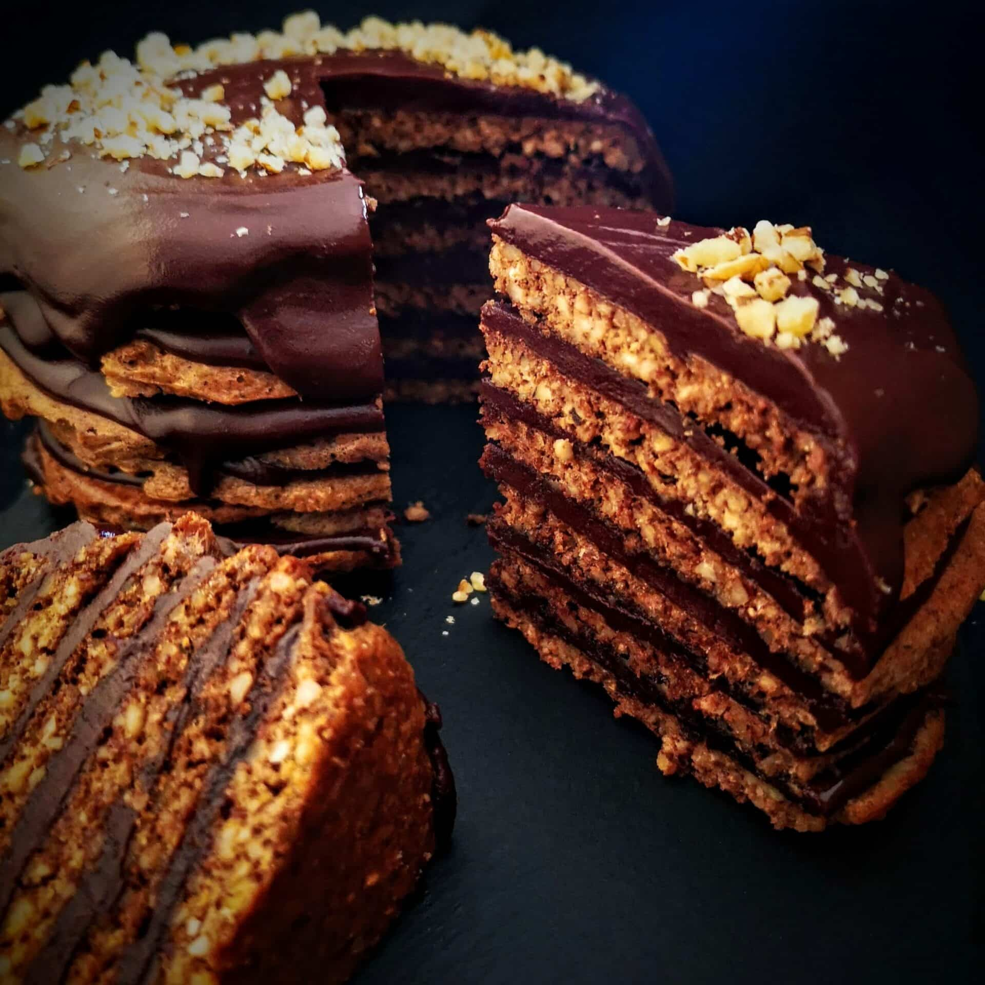 Орехова торта с шоколад. Торта без брашно, без глутен и без лактоза.