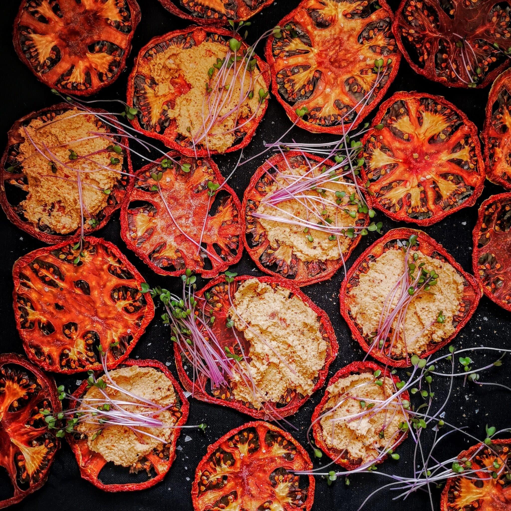 Веган крема сирене със сушени домати